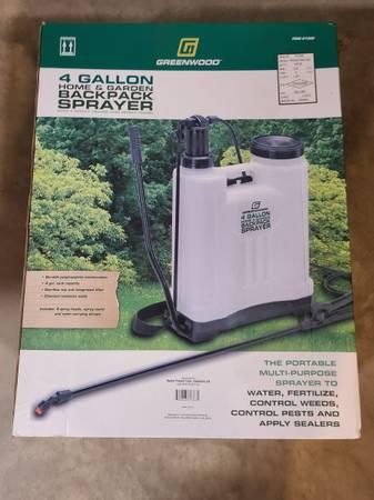 Photo Greenwood Backpack Sprayer 4 gallon - $15
