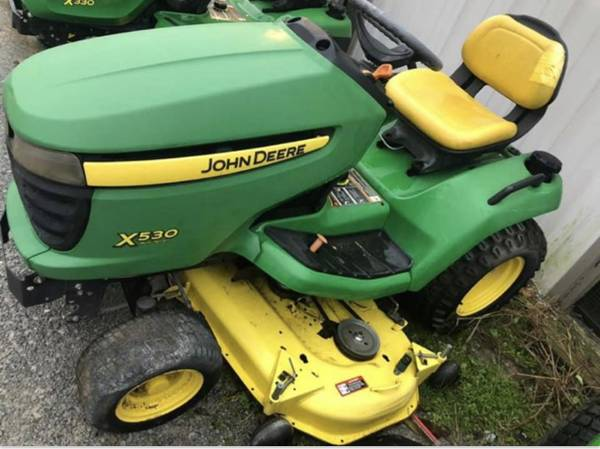 Photo John Deere X530 Riding Lawn Mower - $2800 (Huntsville)