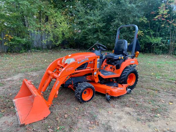 Photo Kubota BX2660 4wd Tractor with Loader and Belly Mower - $13,000 (Fayetteville)