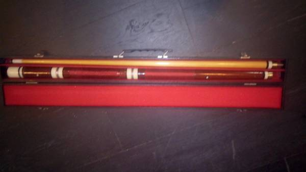 Photo Old pool cue and case - $10 (Decatur)