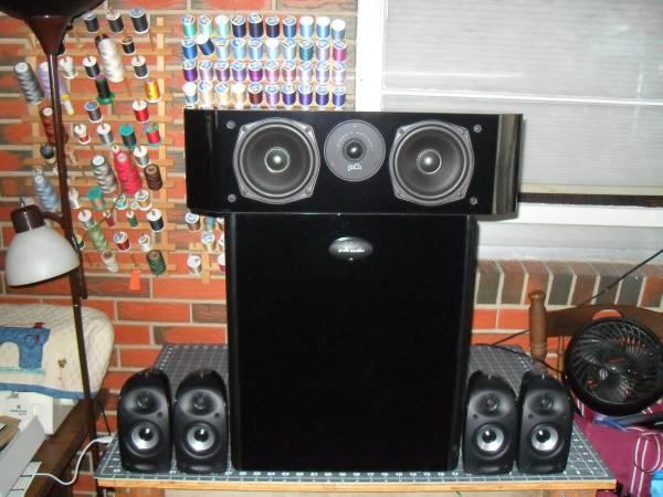 Photo POLK AUDIO 5.1 SPEAKER SET  DUAL 10quot POWERED SUBWOOFER - $499 (athens)