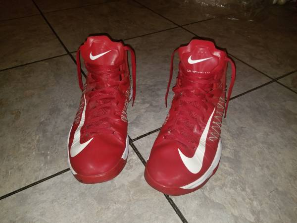 Photo Pair of Nike Hyperdunk 524882-601 Red Shoes (Mens size 14) - $80 (Decatur al)