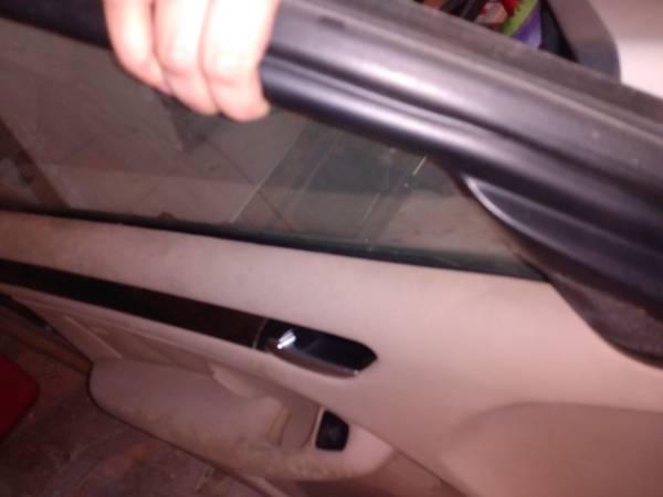 Photo Parts 2005 BMW 325i Doors , Interior  speakers - $100 (Madison)