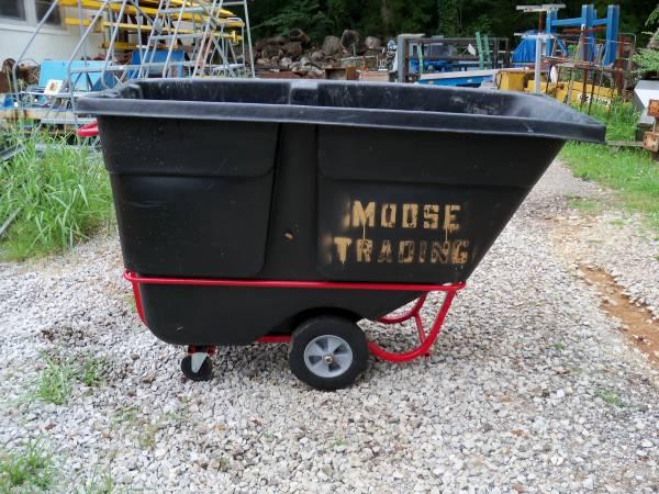 Photo Rolling Trash Cart 1250 lb Capacity - $600 (HUNTSVILLE)