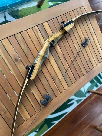 Photo Samick Sage Takedown Recurve Bow Package (cedar and AL arrows) - $120 (Hartselle)