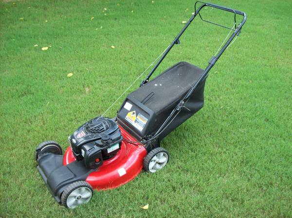Photo Serviced Yard Machines 21quot Self Propelled Lawnmower lawn mower - $230 (Madison, AL)