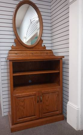 Photo Solid Oak Dresser and Mirror - $115 (Ardmore)