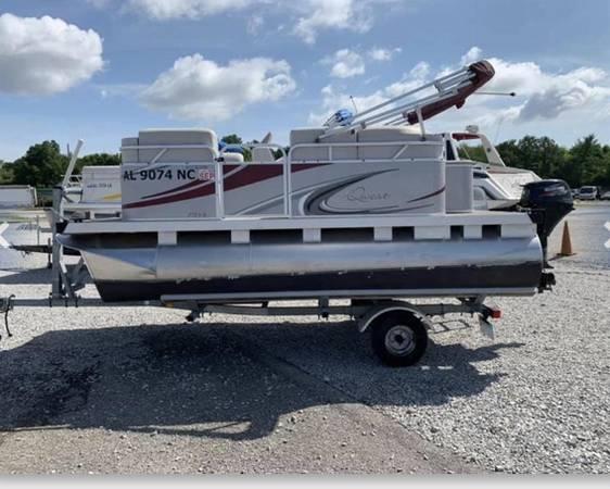 Photo Used 2015 Qwest Pontoon - $12,500 (Dry Creek Marine - Decatur, AL)