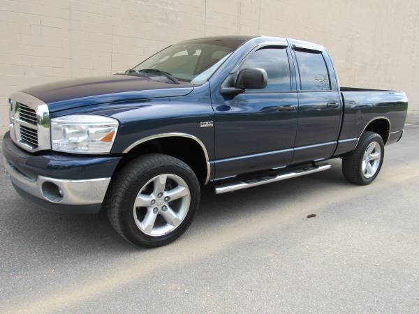 Photo 2007 DODGE RAM 1500  5.7L HEMI  CREW CAB  125K MILES  4X4  - $11995 (NO DOC FEES)