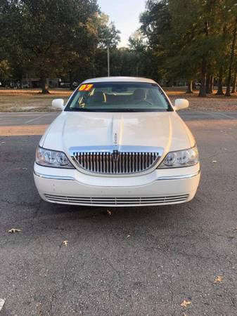 Photo WE FINANCE  2007 LINCOLN TOWN CAR LOW DOWN PAYMENTS - $850
