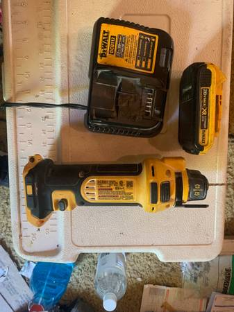 Photo dewalt 20 volt cut out tool router with charger and one battery, - $100 (Cullman)