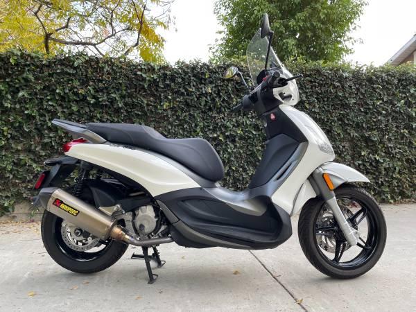 Photo 2018 Piaggio BV350, scooter, showroom condition - $4,900 (Pasadena)