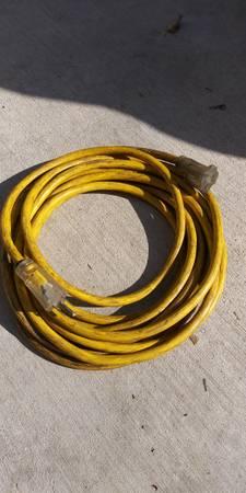 Photo 25 ft. 123 extension cord--used-heavy duty - $15 (Rosamond)