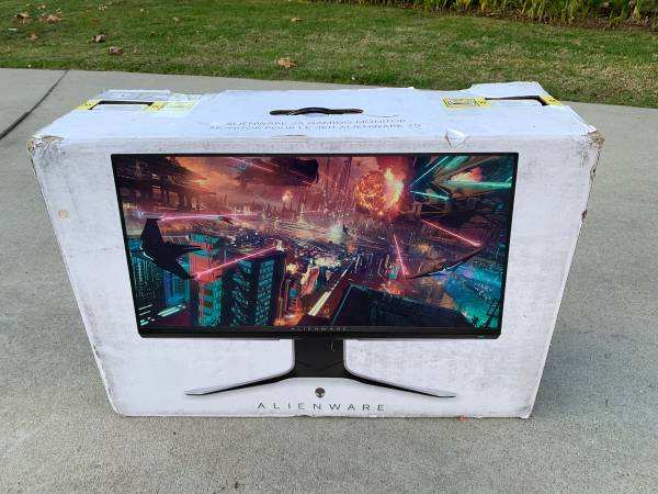 Photo Alienware Gaming Monitor - - $375 (Van Nuys)