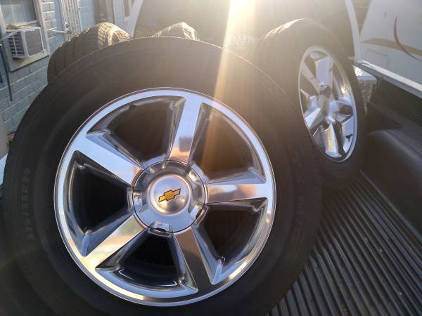 Photo Chevy 6 lug 20 inch wheels with new tires - $1,100