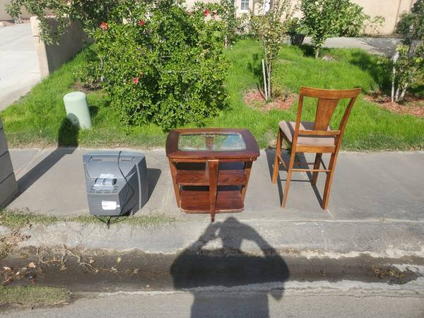 Photo Curb Alert -Free stuff (Cathedral City)