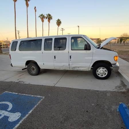 Photo Ford Econoline XLT E350 VAN - $1,700 (Holtville)