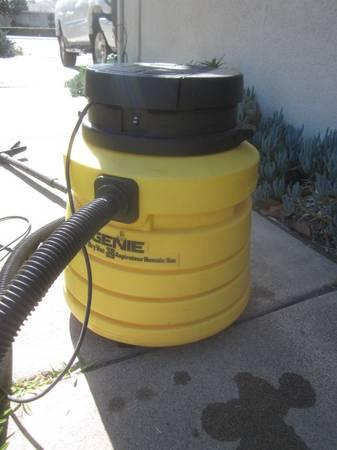 Photo GENIE SHOP VAC, 3 HP 10 GAL cannister wetdry indooroutdoor - $35 (Anaheim)