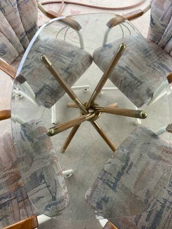 Photo Kitchen table, extra table top, and rolling chairs - $75 (El Centro)