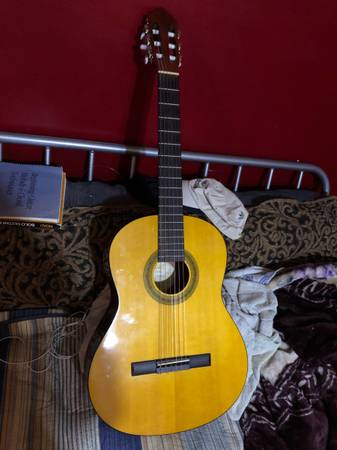 Photo Lucero Clasical Guitar very good condition - $90 (Van Nuys)