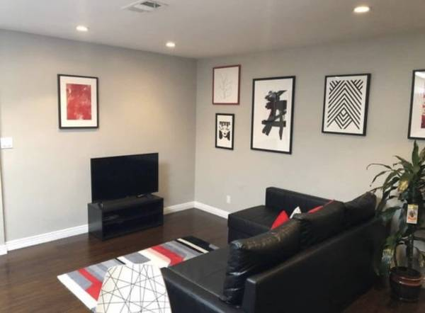 Photo Newly renovated apartment available (Barbara Ct,Los Angeles, CA 90068)