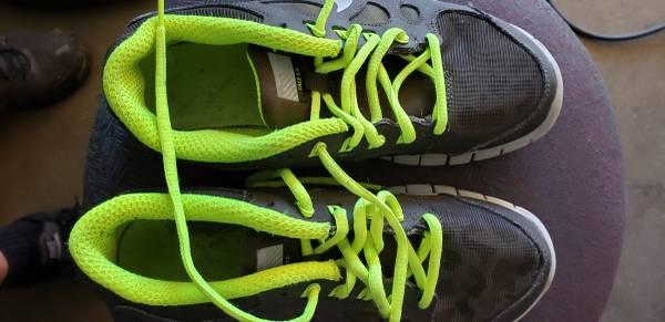 Photo Nike Womans running shoe Free 5.0 - $10 (Downey)
