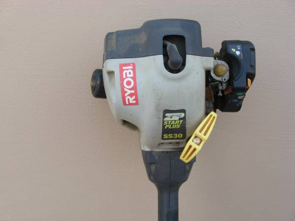 Photo String Trimmer Weed Eater Gas - $80 (Foothills)