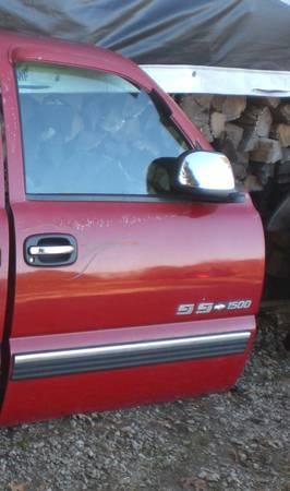 Photo 2000 CHEVY TRUCK, GMC YUKON, TAHOE PASSENGER SIDE DOOR - $60 (Lafayette)