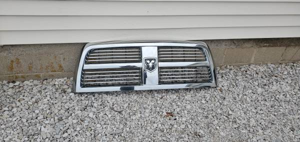 Photo 2012 Dodge Ram 2500 truck grill - $65 (Jamestown)