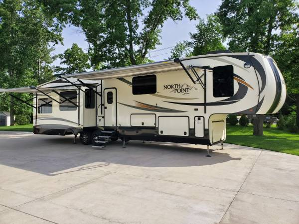 Photo 2017 Jayco North Point 377RLBH - $49200 (Grand Haven)