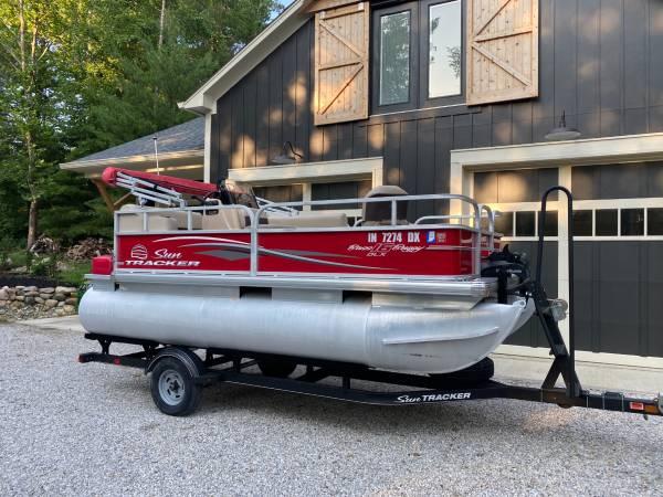 Photo 2017 Sun Tracker Bass Buggy 16 DLX Pontoon Boat - $21,000 (Westfield, IN)
