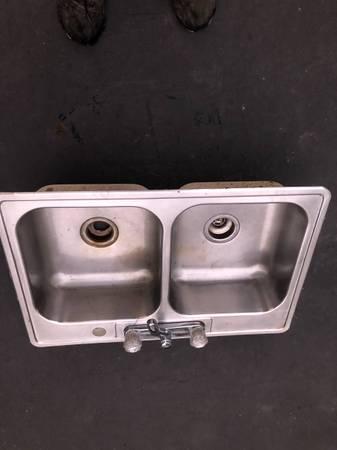 Photo 2 Sinks (Stainless, Porcelain) - $40 (Imdpls)