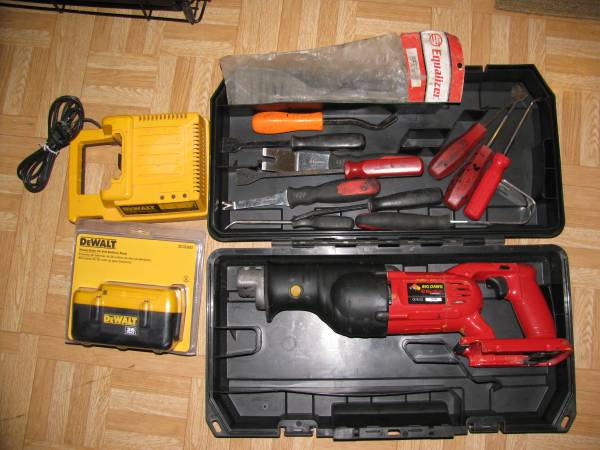 Photo 36volt Cordless Big Dawg Equalizer Express auto glass removal tools - $350 (with hand tools new battery east indy)