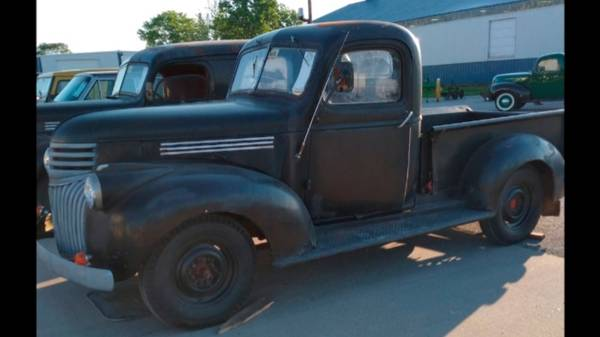 Photo 46 Chevy Truck, Panel Truck, 68 International Travelall - $2,900 (Monticello, IL)