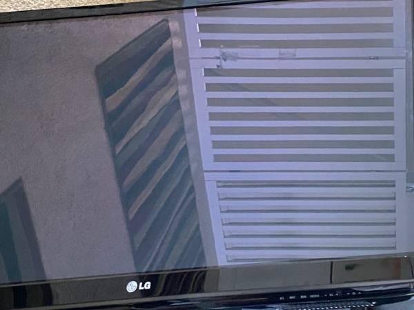 Photo 50 inch LG TV - $100 (Fishers)