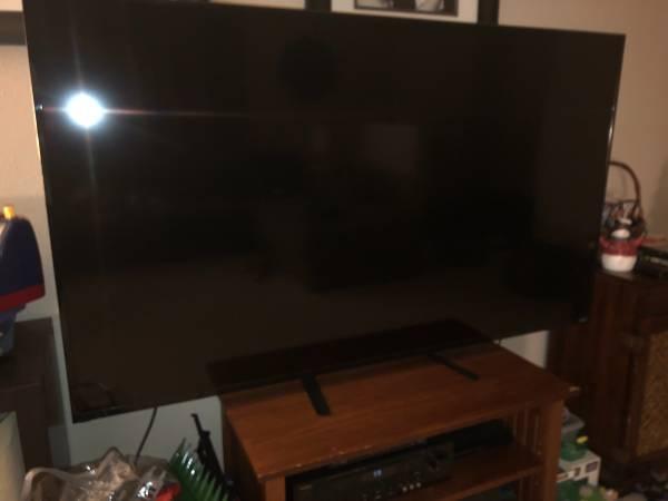 Photo 70 Vizio smart TV - $100 (Noblesville)