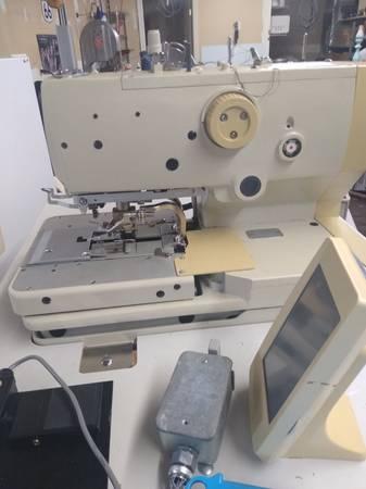 Photo BUTTON HOLE MACHINE COMMERCIAL - $2,000 (LEXINGTON KY)