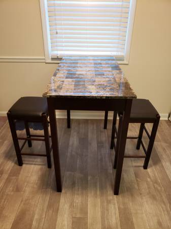 Photo Brand New Two Seater Dining Table with Padded Stools - $120 (Indianapolis)