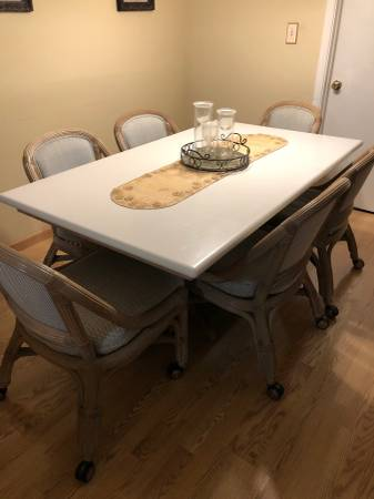 Photo Corian dining table and chairs - $380 (Indianapolis)