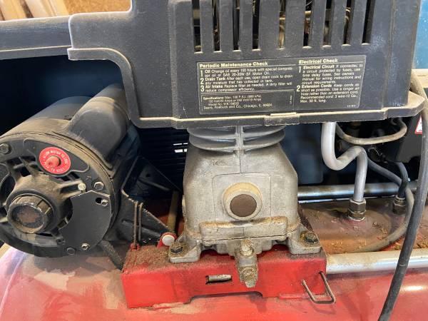 Photo Craftsman 20 Gallon Compressor - $75 (Cumberland, IN)