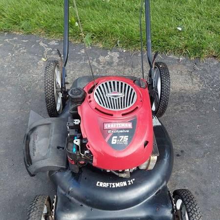 Photo Craftsman 21 Inch 6.75 Hp PUSH Mower - $70 (Greenwood)