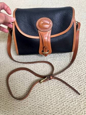 Photo Dooney and Bourke NavyBritish Tan 39Equestrian39 series handbag - $99 (Indianapolis)