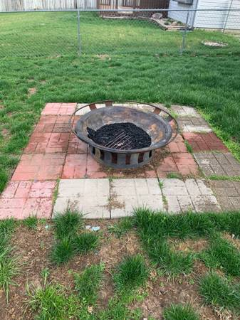 Photo FREE fire pit, bench, fencing (Greenwood)