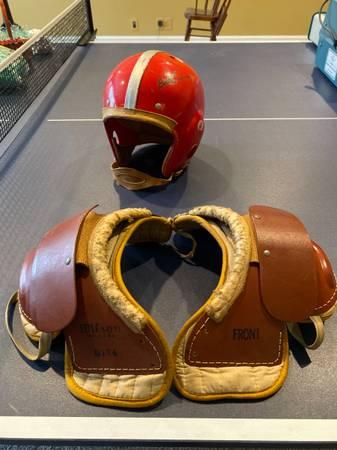 Photo Football helmet  shoulder pads - $50 (Carmel, IN)