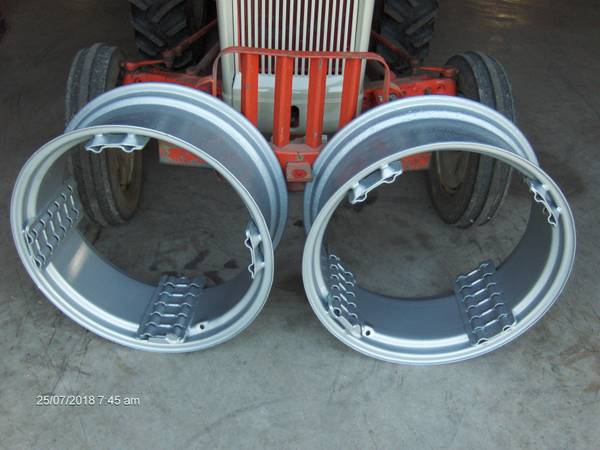 Photo Ford Tractor Power Adjust Rims and Wheels - $1000 (Aurora, IN)