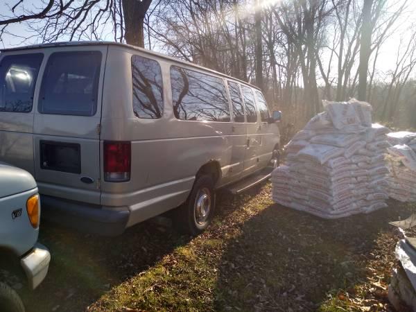 Photo Ford e-350 extended van - $1,600 (Noblesville)