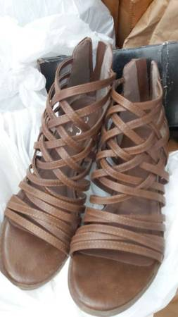 Photo Imported Faux leather DSW Sandal from Journey Collection - $25 (near Lockefield Gardens)
