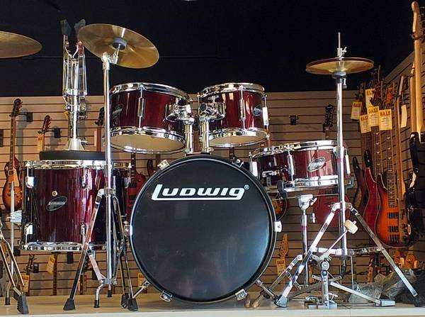Photo Ludwig Accent Junior Red 5 Pc. Drum Set wCymbals, Hardware,  Throne - $269 (Avon)