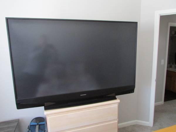 Photo Mitsubishi 60 inch Big Screen TV - $75 (Fishers)