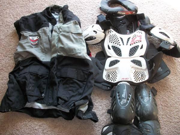 Photo Motorcycle gear - $25 (Westfield)